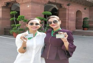 mimi chakraborty and nusrat jahan are posing in front of parliament