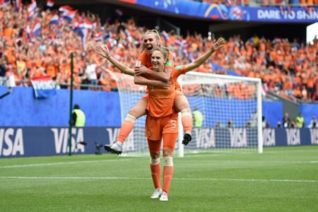 vivianne miedema helps netherlands to reach top 16